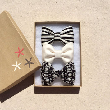 Black and white striped, creamy off white, and black and white embroidered Seaside Sparrow bow lot.  Perfect birthday gift for any girl.