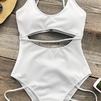 Cupshe Innocent Eyes Solid One-piece Swimsuit