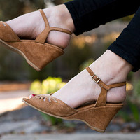 1970's Brown Suede Open Toe Wedge Sandals Size 9