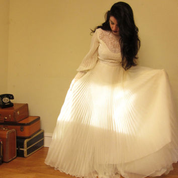 Vintage 1970s White Chiffon Wedding Dress Neo by BasyaBerkman