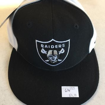 RETRO REEBOK OAKLAND RAIDERS LOGO BLACK AND WHITE FLAT BRIM FITTED HAT