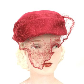 Vintage Womens Red Dark Pink Veiled  Hat  1940s WW2 Razooks Plaza Hotel Guernsey Pie