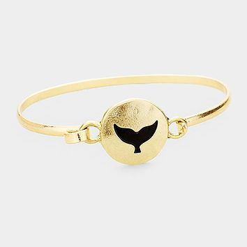 Whale Tail Embossed Round Disc Hook Bracelet