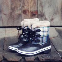 Eskimo Plaid Snow Boots in Navy