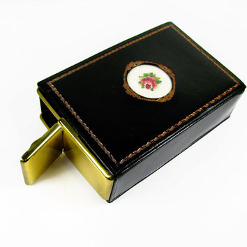 Vintage Black Cigarette Case with Embroidered Rose in Fleur de Lis Box, Made in Austria - Le Cas de Cigarettes Noir.