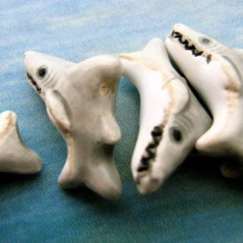 4 Tiny Shark beads - CB62