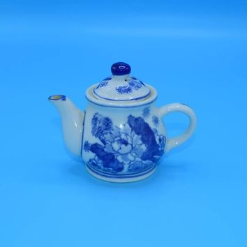 Blue & White Miniature Tea Pot Vintage Decoration Only Floral Painted Teapot Porcelain Blue Lotus Flower Tea Pot Display Prop