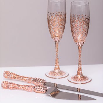 ROSE GOLD Wedding glasses and Cake Server Set cake knife rose gold bride and groom set of 4 wedding toasting flutes wedding flutes cake set
