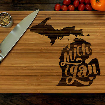 Personalized Wedding Gift, Custom Engraved Wood Cutting Board, Michigan State Map, Wood Anniversary Gift, Kitchen decor, Housewarming Gift