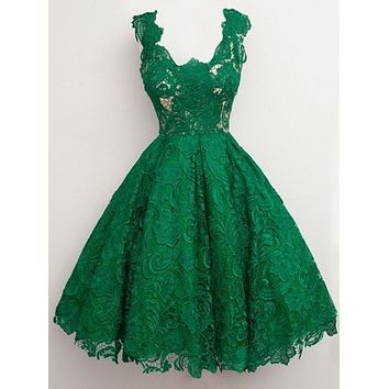 Great Design Emerald Green Lace Cocktail Dresses 2017 Knee Length U Neck Short Girl Party Gowns Dress