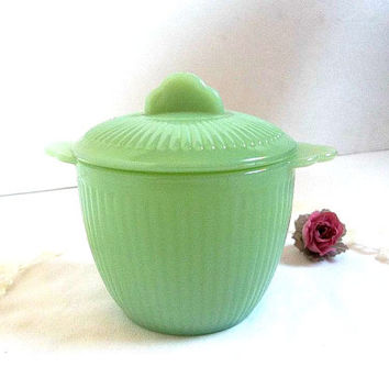 Vintage Fire King Jadite Sugar Bowl WITH Lid, Jane Ray pattern, EXCELLENT, Jadeite, Jade-ite minty green sugar dish