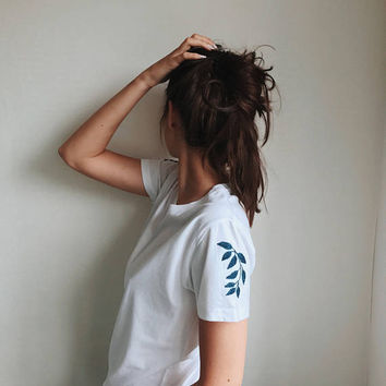 Embroidered t shirt, White t shirt, embroidered shirt, hand embroidery, floral embroidery, women's tshirt, embroidered tee, gift for her