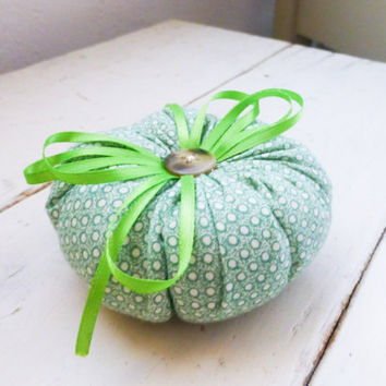 Tomato pin cushion, green tomato, green pincushion, sewing notions, sewing room, ready to ship, handmade, tufted pincushion, button center