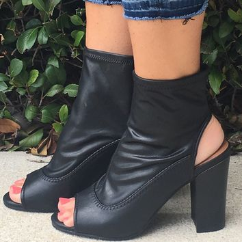The Tionna Bootie - black