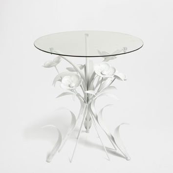 TABLE WITH A FLORAL BASE