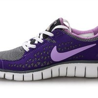 Nike Women's WMNS Free Run, COOL GREY/LILAC-CLUB PURPLE-WHITE, 6 M US