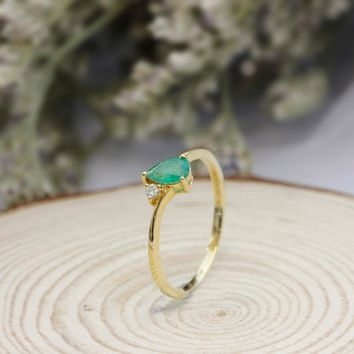 Pear Cut 0.28ct Natural Emerald Gemstone Water Drop 18k Rose Gold Minimalist Diamond Side Stone Engagement Ring