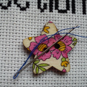 Pink flowers pattern Star shaped button magnetic needle minder (needle nanny, needle keeper)