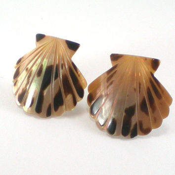 Vintage Natural Beige Brown Sea Shell Mother Of Pearl Mop Scallop Nautical Pierced Earrings