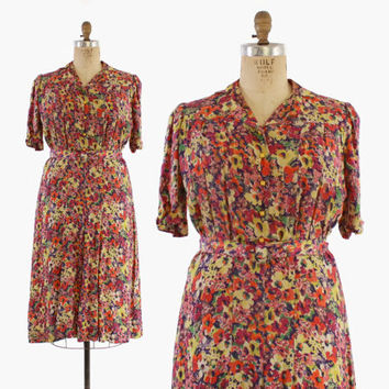 40s FLORAL Rayon DAY DRESS / 1940s Shirtwaist Day Dress with Bakelite Buttons & Belt xl - xxl