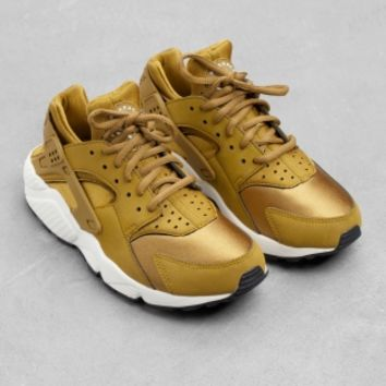 & Other Stories | Nike Air Huarache Run | Bronze/Copper