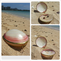 Clam Shell Pink and White Sea Treasure Case