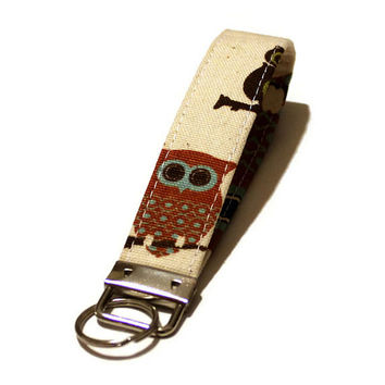 Owl theme key fob, wrist key chain, wristlet key fob, fabric key chain, fabric lanyard, strap key chain in owl theme fabric.