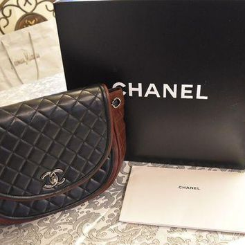 Nib Chanel Flap Bag A67601-y07326-c1786 Black And Bungudy Lambskin - Beauty Ticks