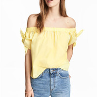 Off-the-shoulder blouse - Light yellow - Ladies | H&M CA