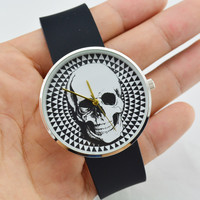 2015 Fashion Unisex Quartz Watch Waterproof Diving Wristwatch Jelly Rubber Casual Dress Watch Sports Watch Men Women Skull Clock