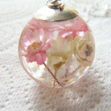 Daisy Necklace, Resin Flower Globe Pendant, Eco Friendly, Real Flower Pendant
