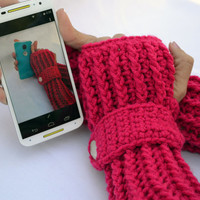 Fuchsia arm warmers, fingerless gloves, texting gloves, crochet gloves with wrist strap and buttons
