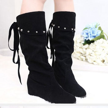 Back String and Rivets Design Mid-Calf Suede Boots