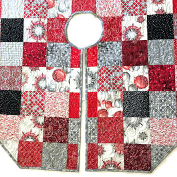 Red and Silver Quilted Christmas Tree Skirt -Winters Grandeur Octagon Tree Skirt Quilt, Elegant Christmas Quilt Decor, Quiltsy Handmade