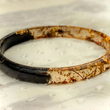 Thin Bangle bracelet. Black resin, Gold flakes, Brown Sticks. Art Mixture. Dainty bangle. Luxury bracelet. Black and gold jewelry. Natural.
