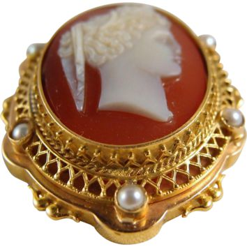 Antique Victorian sardonyx cameo brooch in highly decorated 18K solid gold frame with pearls, fine pendant