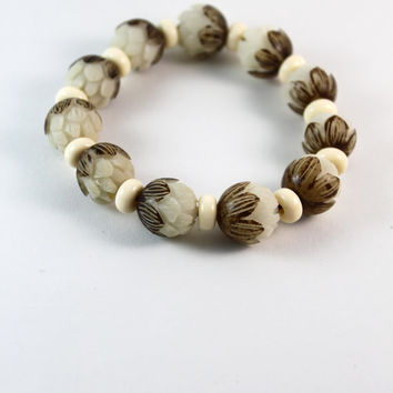 Handmade natural white Bodhi root carved lotus bracelet, 15mm engrave Mala beads, prayer bracelet, Dharma jewelry, Buddhist bracelet.