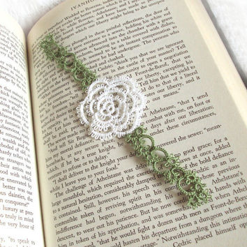 White Rose Bookmark Spring Wedding Favour in Tatting - Rosa Version 2