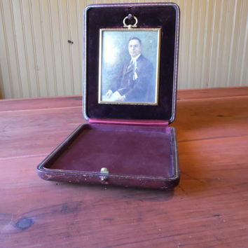 FREE SHIPPING - Travel Case with Picture Frame/Vintage Picture Frame/Travel Picture Frame/Antique Photos/Antique Travel Picture Frame