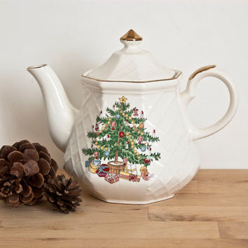 All the Trimmings Christmas Teapot, Holiday Tree Print Tea Pot, Earthen Made in Japan