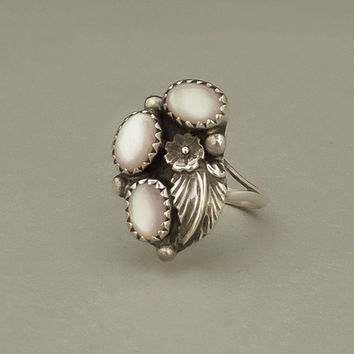 SARAH CURLEY Vintage Native American Navajo RING Sterling Silver Mother of Pearl Blossom Leaf Motif Size 7 Hallmarked c.1970s