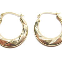 14K Wavy Yellow Gold Hoop Earrings Lever Closure