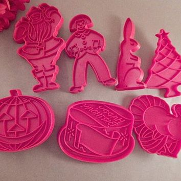Holiday Cookie Cutters Santa Rabbit Clown Birthday Cake Tree Turkey PumpkinPress Molds Vintage Tupperware Baking Tool Craft Supply