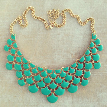 GRACEFUL WATERFALL NECKLACE