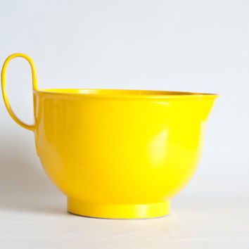 Vintage Dansk Gourmet Designs Batter Bowl, Large 4 1/2 QT Sunshine Yellow Large Pour Spout Mixing Bowl with Handle, Made in Denmark