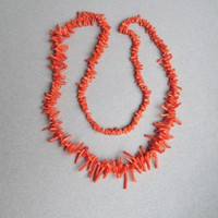 """28"""" Long Natural Salmon Branch Coral 1970's Vintage Necklace"""
