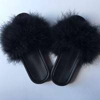 ONETOW Black mystery fur slides