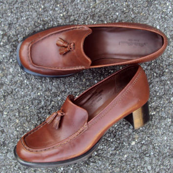 Vintage 90s Chunky Heels Tassel Loafers Brown Leather Slip On Pumps Preppy Secretary Librarian Style Womens Shoes  Eddie Bauer size 7