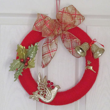 Christmas Holiday Wreath, Red Yarn Wreath, Wreath Gold Dove, Gold Glitter Wreath