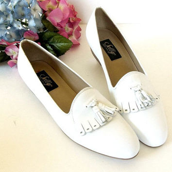 Vintage Selby white leather tassel loafers, fringe flats, stack heel, slip on shoes, women size 7.5 N, 7 1/2 Made in Brazil,  EXCELLENT
